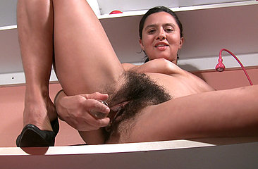 Gigi talks about her personal qualities before showing off her amazing natural body and fucking her big fluffy pussy.