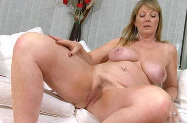 Sophie ruber her mature hairy pussy