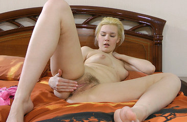 Elen makes her new place more homey by fingering her hairy pussy