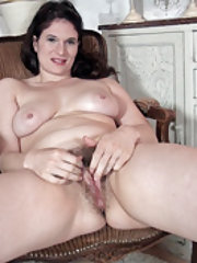 Brianna Green undresses and masturbates nicely