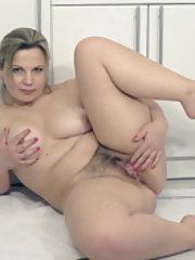 Ellariya Rose masturbates in her white kitchen
