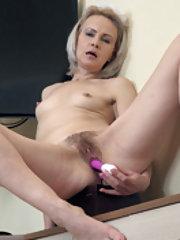 Amanda Blanshe masturbates as a cleaning lady