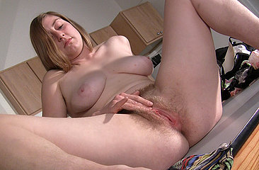 Natural Jessica fingers her juicy bush