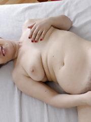 Yulenka Moore masturbates with her vibrator in bed