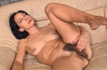 Eva brings herself to orgasm in her love seat