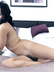 Sophie Smith strips naked to have fun in bed