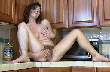 Luca fingers her hairy bush over at wearehairy