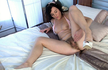 Sofia Matthewsjust can\'t wait any longer to rub her hairy bush