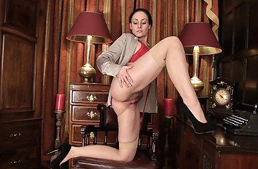 Hairy porn and the sexy Sophia Delane