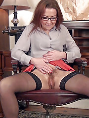 Erotic Victoria Jones shares her hairy pussy