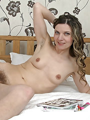 Stressed Aga unwinds by stripping on her bed