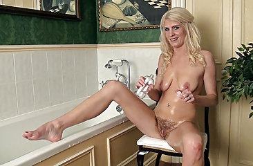 Hairy woman Ashleigh McKenzie loves her bath time