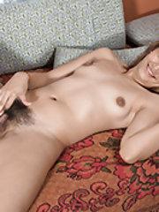 Lisa Li masturbates in her bed