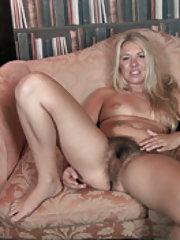 Jazmine Skye shows off body and masturbates