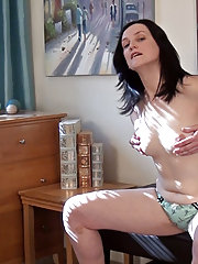 Emily Marshall plays with her hairy pussy in bed